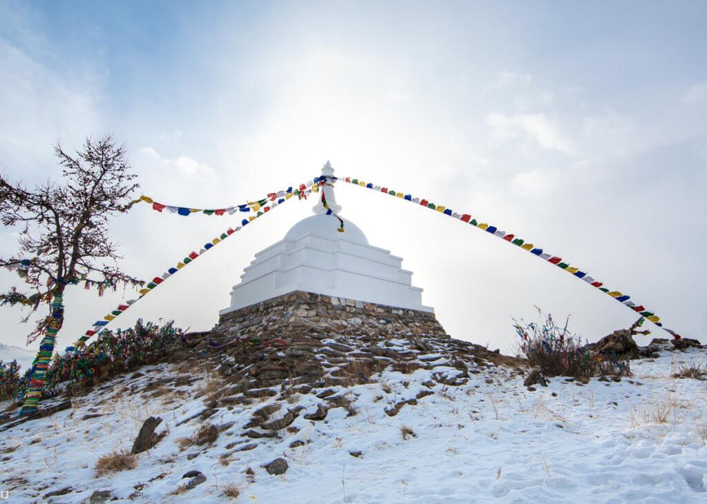 буддистская ступа просветления на байкале остров огой