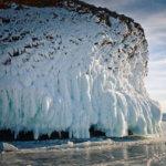 ледяные наледи на байкале