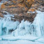 наплески льда на байкале зимой