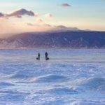 пеший поход по льду байкала