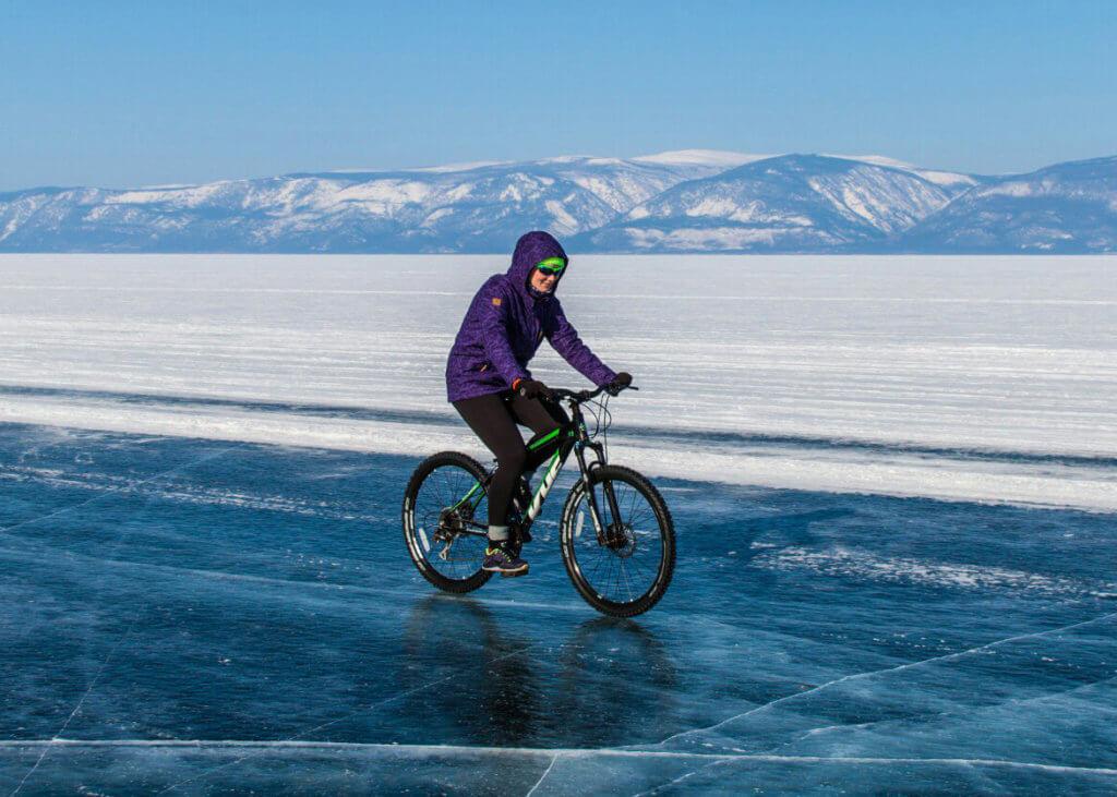 поход по льду байкала на велосипедах