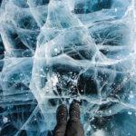 прекрасный зимний лед байкала
