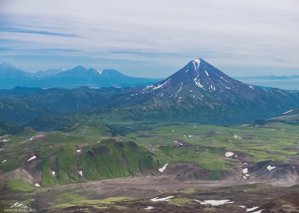 Поход по Камчатке: вид с вулкана горелый