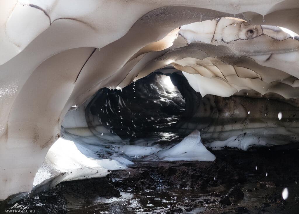 Поход по Камчатке: лавовые пещеры вулкана горелый