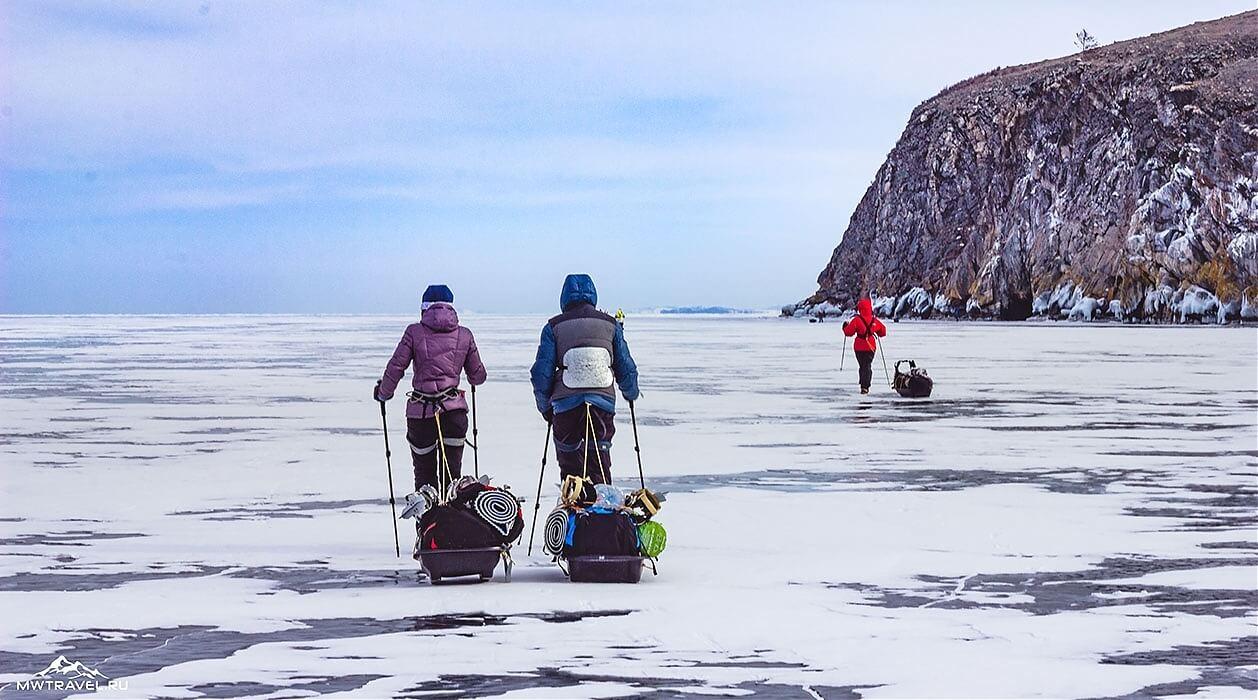 поход по льду байкала