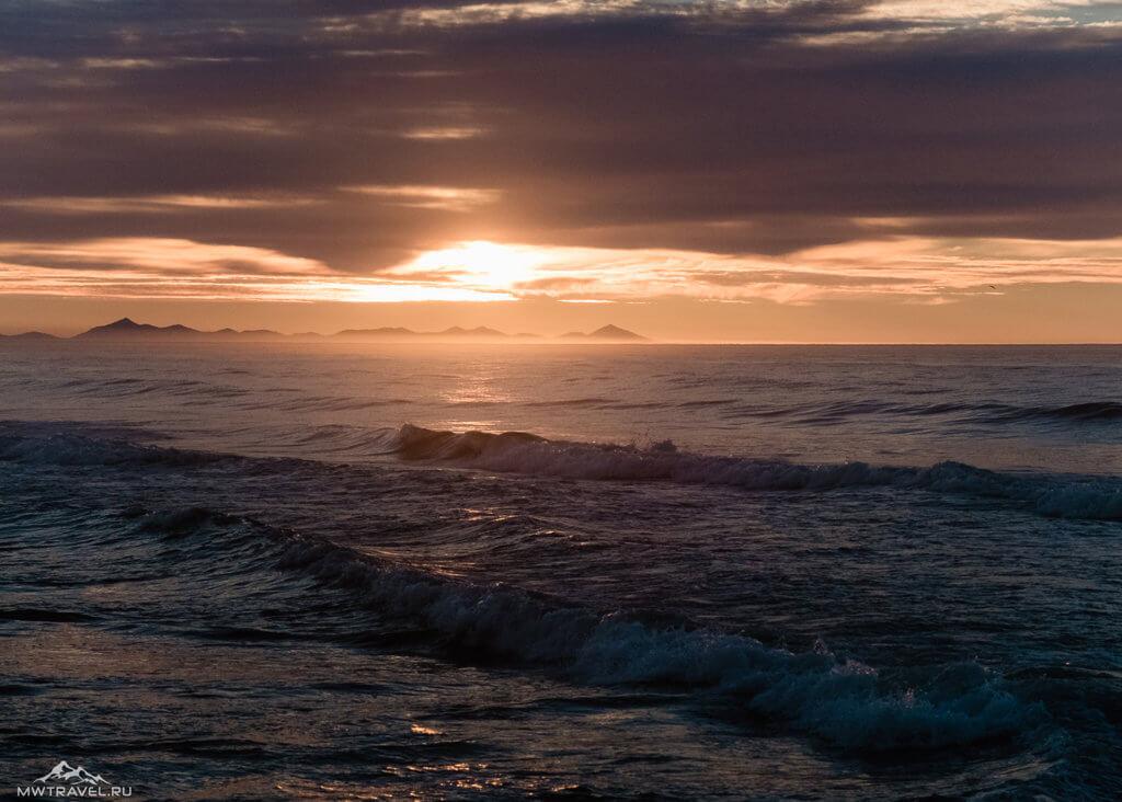 закат тихийо океан халактырский пляж в походе по камчатке