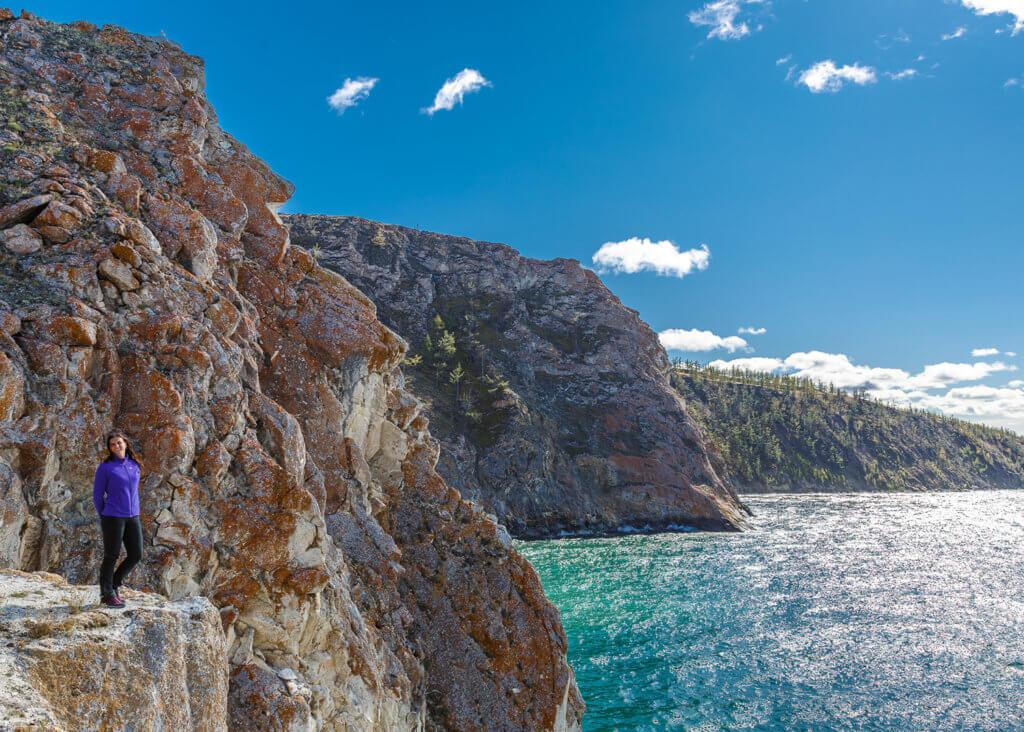 скалистые берега острова ольхон