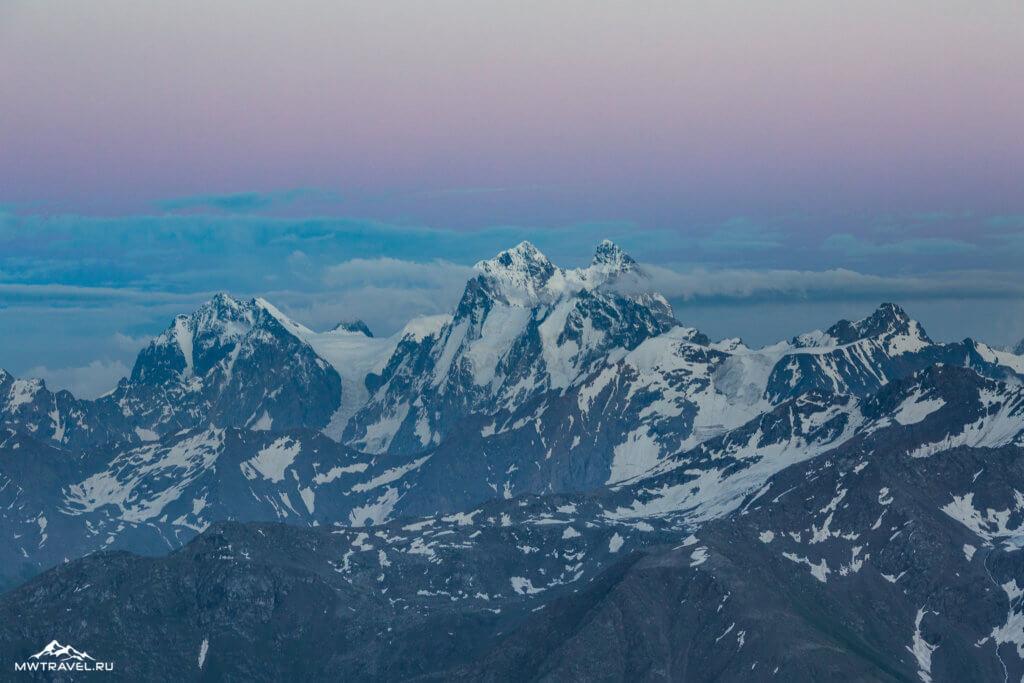 3 гора ушба вид с эльбруса