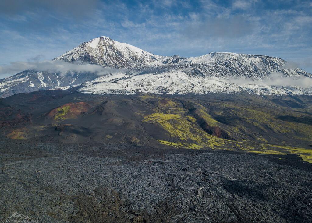 вид на вулкан толбачки с высоты