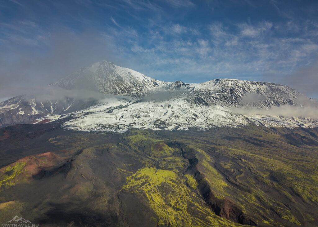 вид на вулкан толбачик с высоты