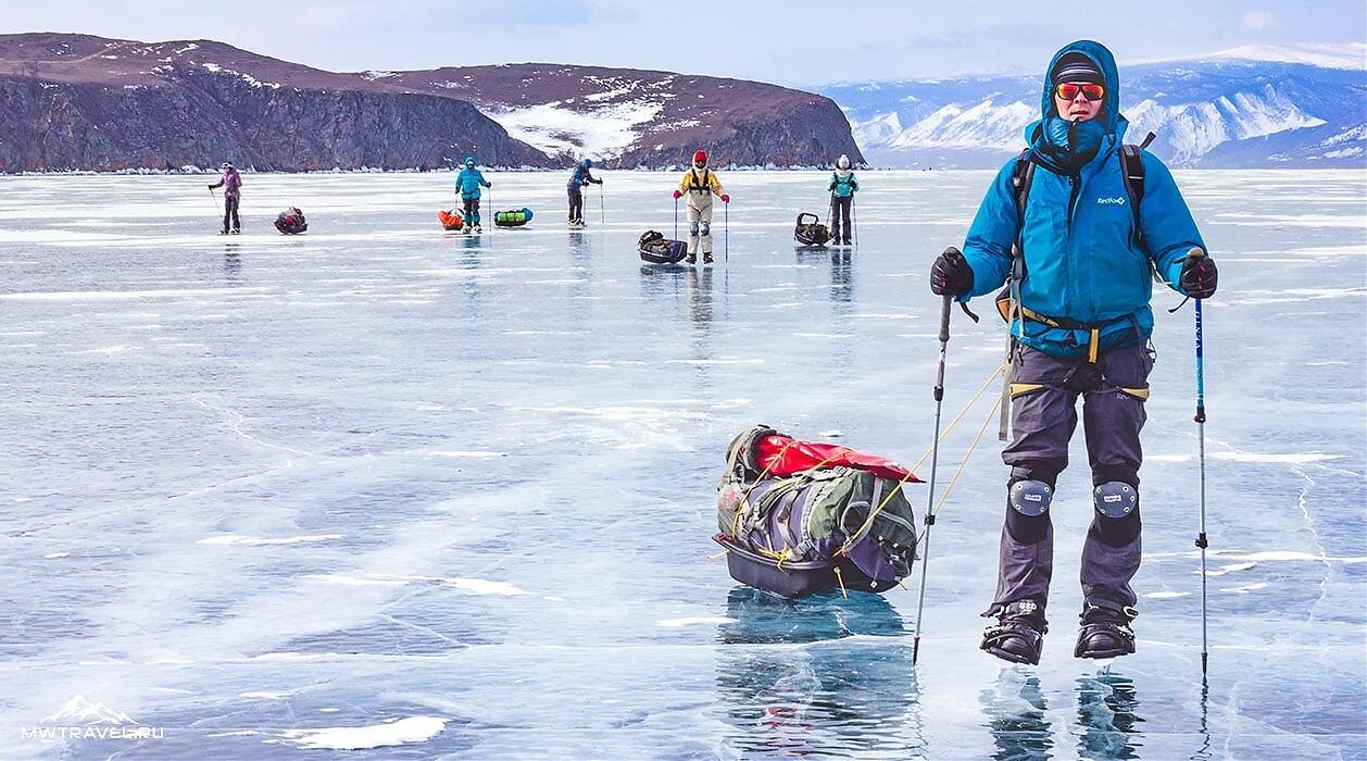 еший поход по льду байкала