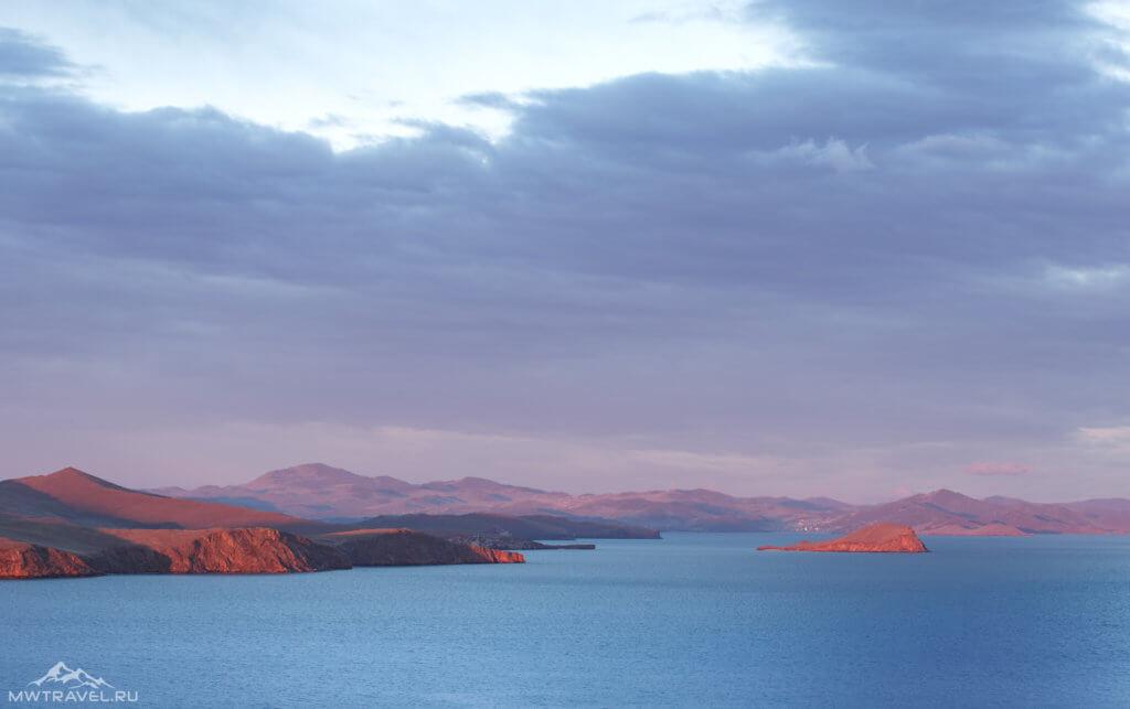 малое море острова на байкале на закате
