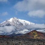 лавовое поле и вулкан толбачик