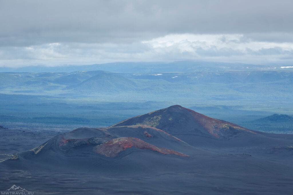вид на вулканические конуса толбачик
