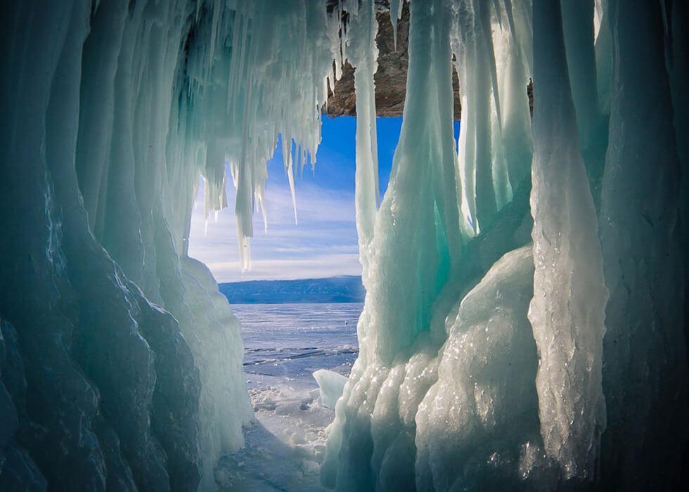 Ледяные гроты на Байкале