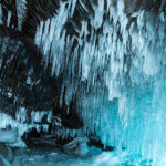 ледяные гроты на байкале в феврале