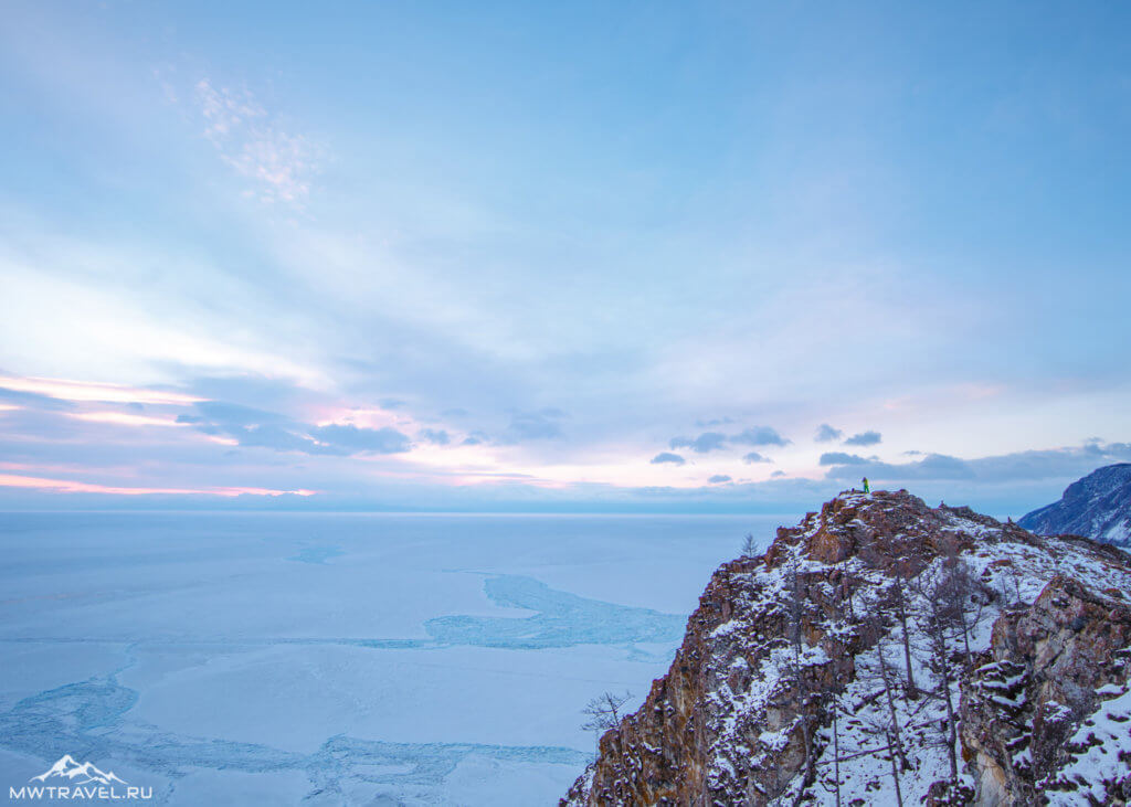 панорама зимнего байкала на рассвете