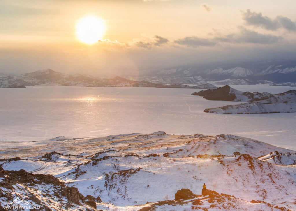 Закат над зимним Байкалом