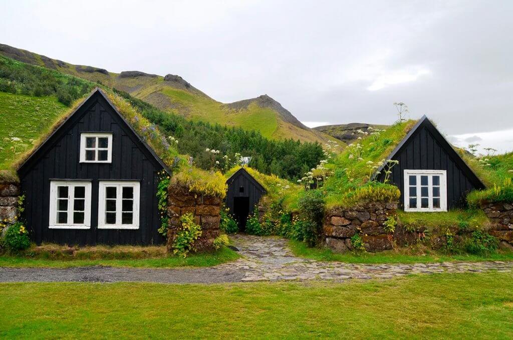 Путешествие по Исландии: домики в Скогаре