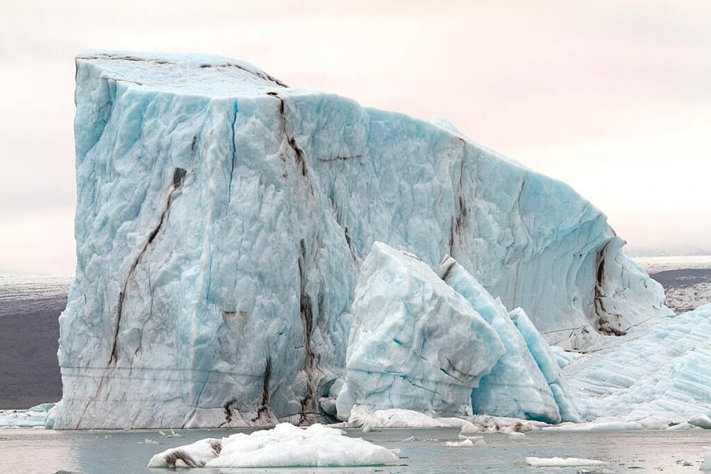 Путешествие по Исландии: кусок ледника в лагуне