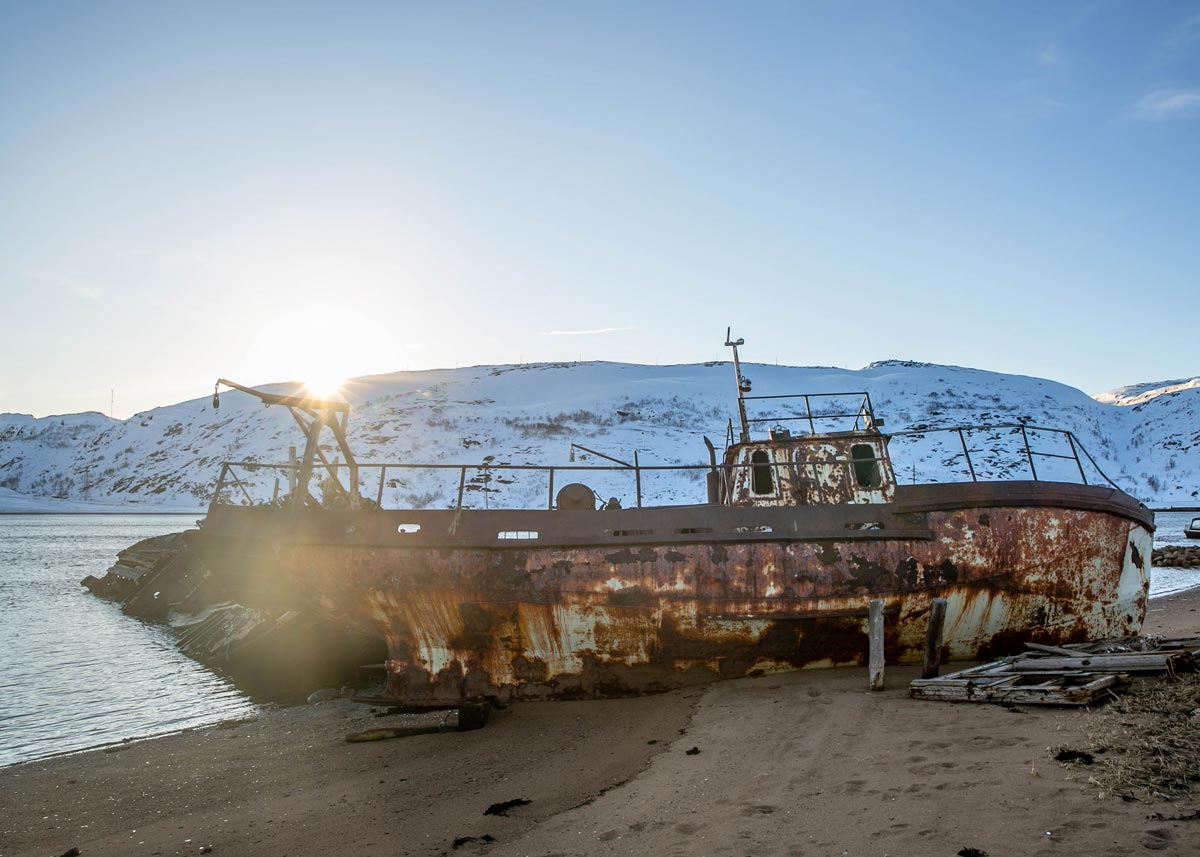 Малое кладбище кораблей в старой Териберке