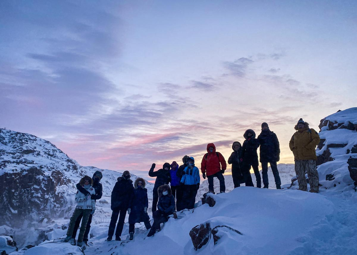Группа на замерзшем водопаде Батарейном около Териберки