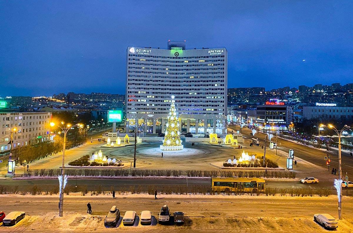 Центральная площадь Мурманска Пять углов, вид из отеля Меридиан